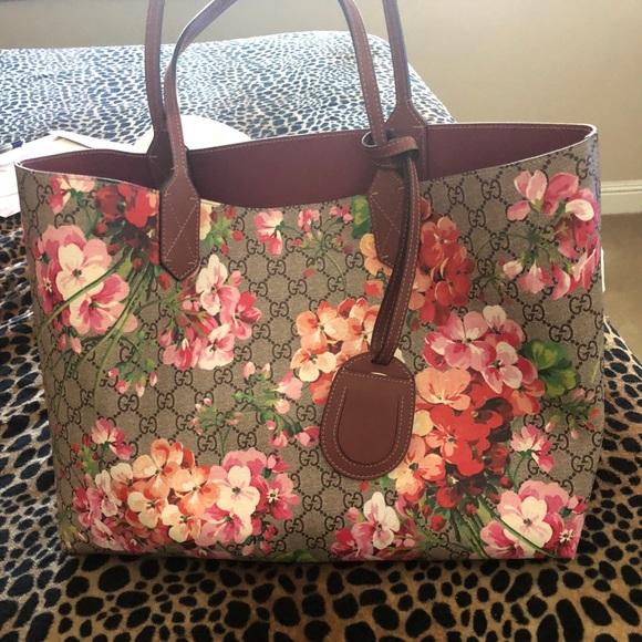 f585c572bcb Gucci Handbags - Reversible GG Blooms medium tote